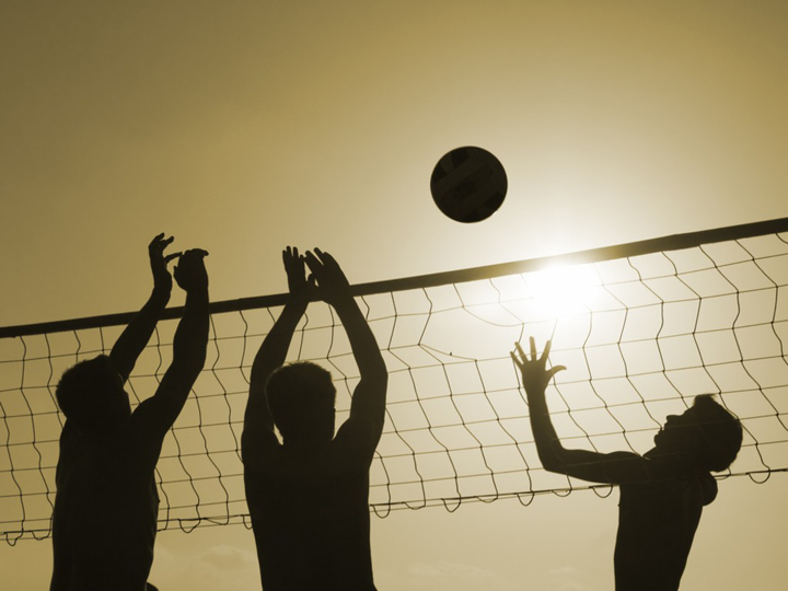 silhouettes-of-men-playing-beach-volleyball